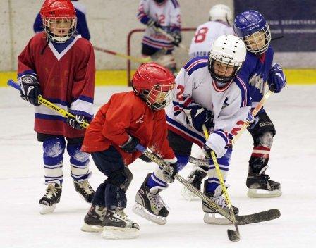 Занятие ребенка хоккеем
